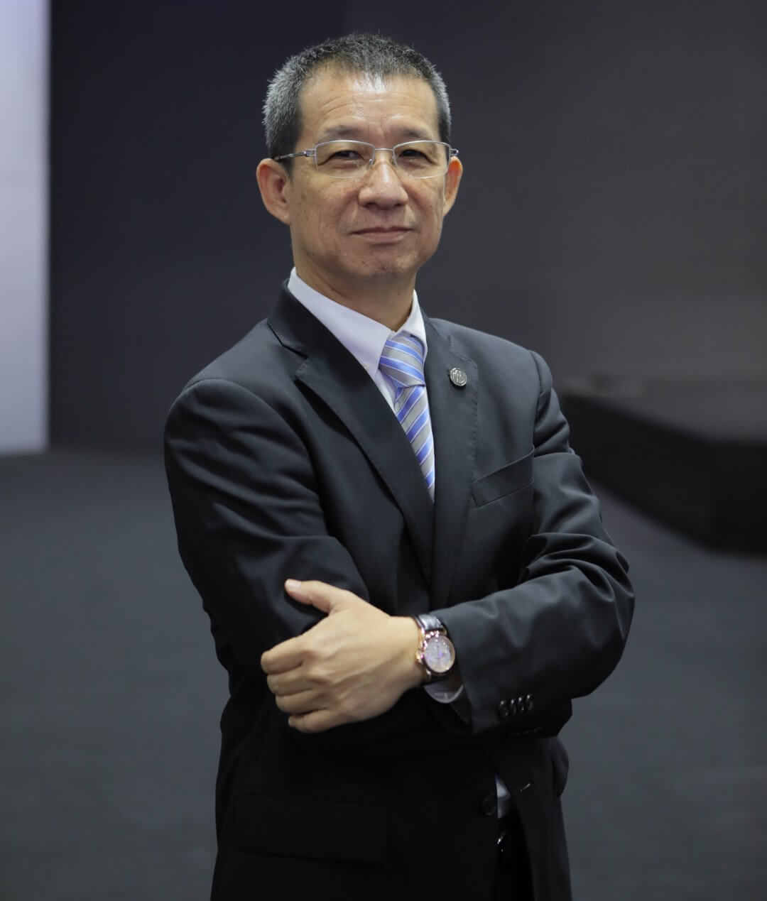 MG – นายพงษ์ศักดิ์ เลิศฤดีวัฒนวงศ์ รองกรรมการผู้จัดการ บริษัท เอ็มจี เซลส์ (ประเทศไทย) จำกัด (Large)